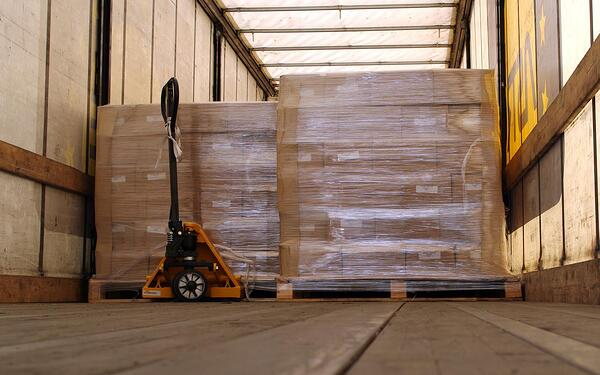 stretch-wrapped-pallets-on-truck