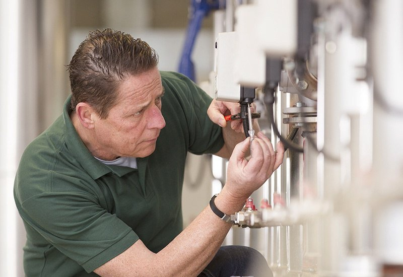 expert packaging machinery technician | Industrial Packaging Services